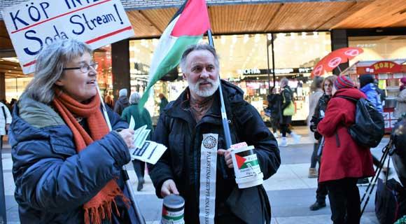 <a class=&quot;amazingslider-posttitle-link&quot; href=&quot;http://www.alhoukoul.com/8191-2/&quot;>السويد : مناضلون من جمعية فلسطين دعوا مواطنيهم إلى مقاطعة البضائع &quot;الإسرائيلية&quot;</a>
